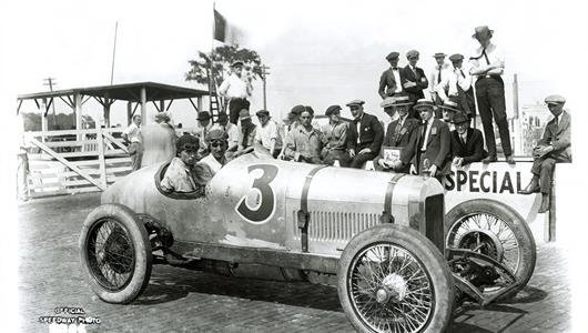Ira Vail in the #3 Leach (Leach/Miller) at the Indianapolis Motor Speedway in 1921.