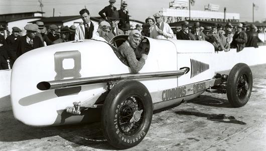Dave Evans in the #8 Cummins Diesel Special (Duesenberg/Cummins) at the Indianapolis Motor Speedway in 1931.