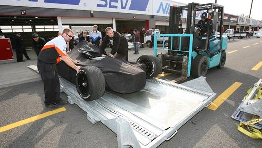 Vision Racing packs up their back up car on Race Day at Twin Ring Motegi.