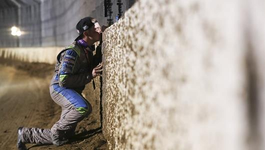Zeb Wise kissing the bricks at Driven2SaveLives BC39 powered by NOS Energy Drink, Thursday Night Two