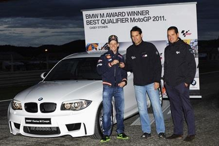 Stoner collects BMW Award as best qualifier in 2011