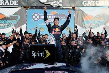 Race Recap: Kahne Wins At Phoenix; Edwards, Stewart Race To Dead Heat